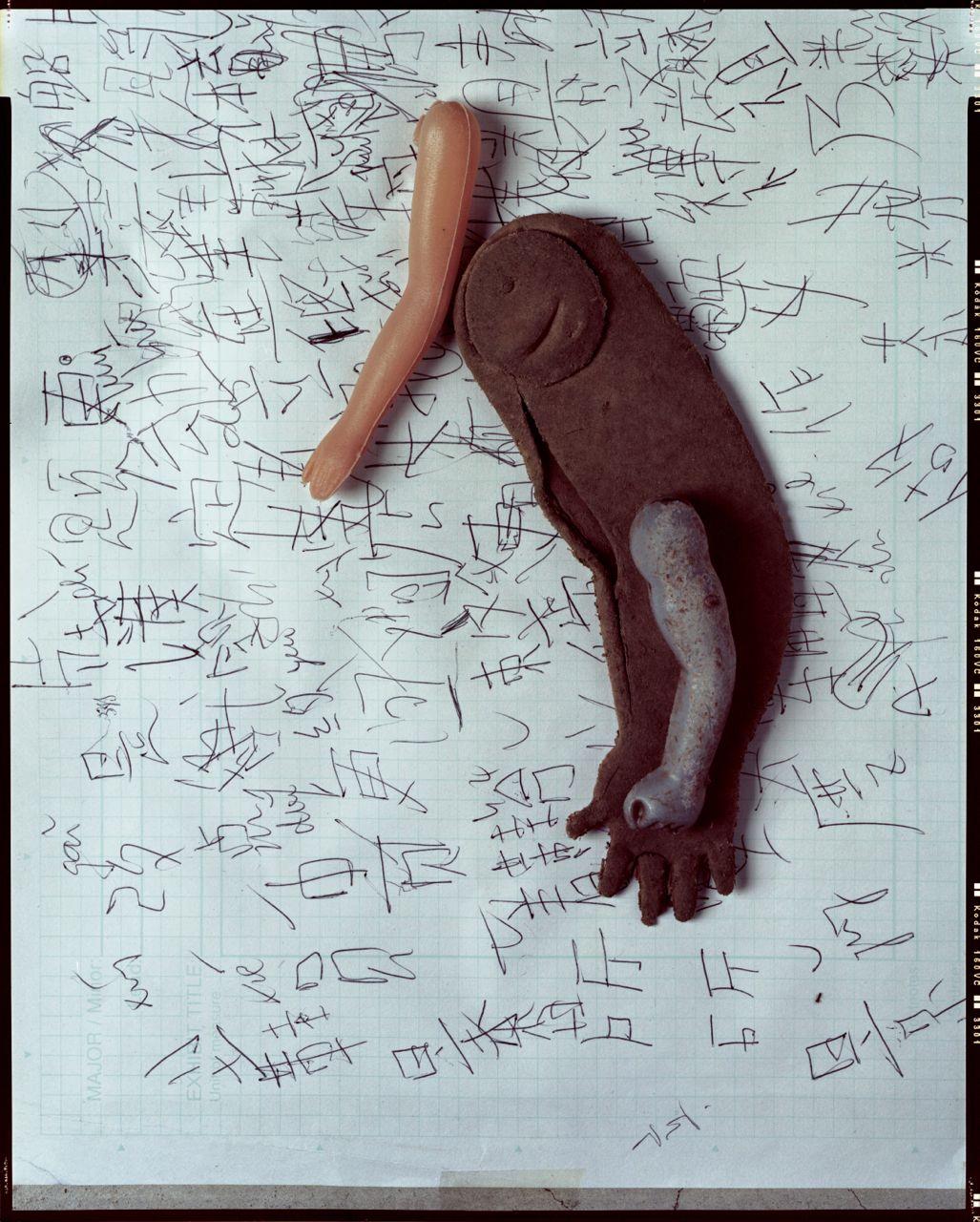 女娃娃左手/拾於2003 男娃娃右手/拾於2002 雄性figure 左手/拾於2006 外藉小童學寫中文習作/拾於2005